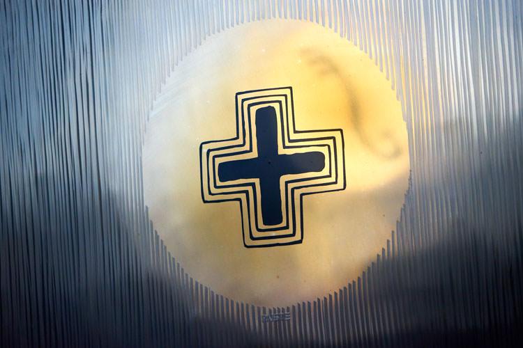 Cœur et symbole en croix du gong Paiste Planète Nibiru